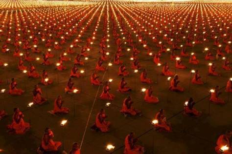100 0000 Monks meditating